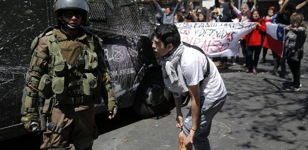 15 mortos em protestos | Vídeos mostram humilhações, torturas e tiros atribuídos a polícia no Chile