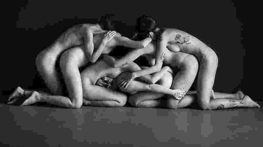 Foto de Pamela Facco, do projeto @poesiacomelos, que foi derrubada pelo Instagram por supostamente violar regras de nudez da rede social - Pamela Facco / Cedida ao UOL