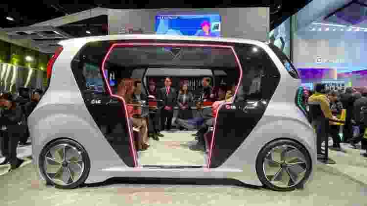 Carro futurístico da LG na CES 2020 - Gabriel Francisco Ribeiro/UOL - Gabriel Francisco Ribeiro/UOL