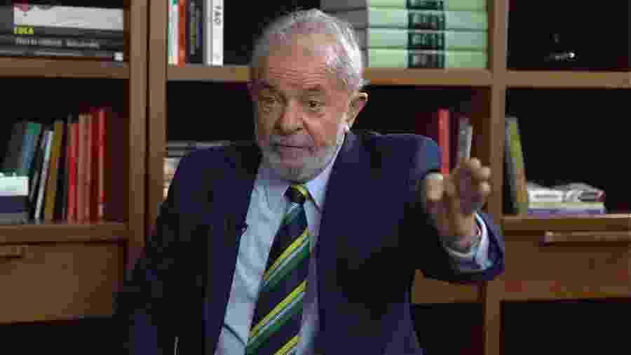 Em março de 2016, Lula foi levado para depor em condução coercitiva, e sua residência foi alvo de mandado de busca e apreensão - UOL