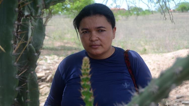 Na fila de espera, Roberta Ferreira da Silva, 36, é responsável por acompanhar situação de quatro comunidades - Beto Macário/UOL