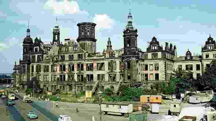 Muitas partes de Dresden permaneceram como ruínas na época da Alemanha Oriental - Getty Images
