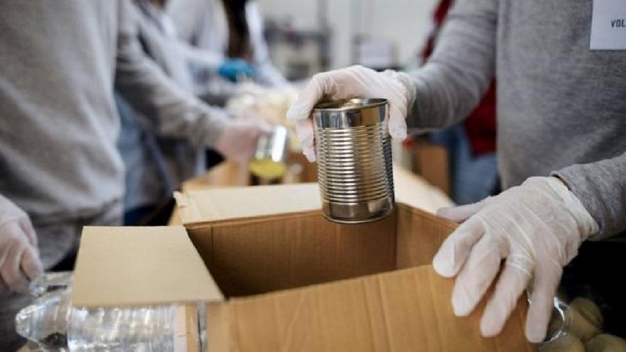 Bancos de alimentos têm garantido a alimentação de milhões de pessoas nos EUA - Getty Images