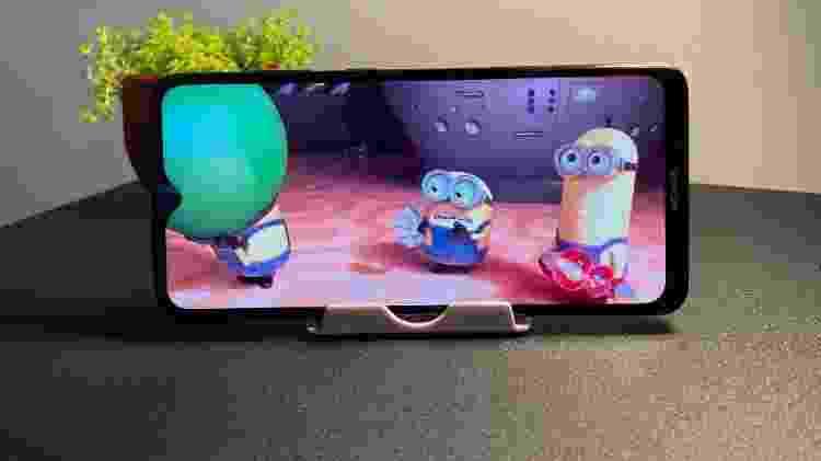 Nokia 5.3: tela tem proporção 20:9. É possível visualizar os vídeos de duas formas: padrão ou estendida (imagem) - Bruna Souza Cruz/Tilt - Bruna Souza Cruz/Tilt