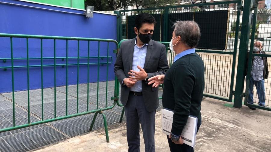17.mai.2021 - Prefeito de São Paulo, Ricardo Nunes, ao lado do secretário municipal de Saúde, Edson Aparecido - Lucas Borges Teixeira / UOL