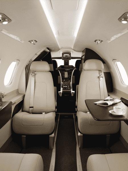 Interior do avião particular Phenom 100 da Líder Aviação - Divulgação - Divulgação
