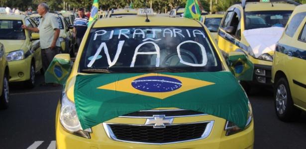 Os taxistas percorreram diversos bairros da cidade e se concentraram no Aterro do Flamengo - José Lucena/Futura Press/Estadão Conteúdo