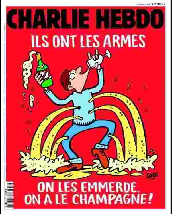 """17.nov.2015 - O jornal satírico francês Charlie Hebdo divulgou a imagem da capa da edição que chega às bancas nesta quarta-feira (18). O periódico estampa a frase """"Eles têm armas. Que se fo..., nós temos champagne!"""", em referência ao ataque cometido pelo Estado Islâmico na sexta-feira (13). Em janeiro, doze jornalistas do Charlie foram mortos em um atentado terrorista - Reprodução/Twitter"""