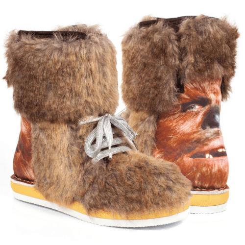 """A marca de sapatos londrina Irregular Choice criou vários modelos inspirados em Star Wars. O modelo """"Chewbacca"""" é vendido no site da loja por 165 libras (cerca de R$ 942)"""