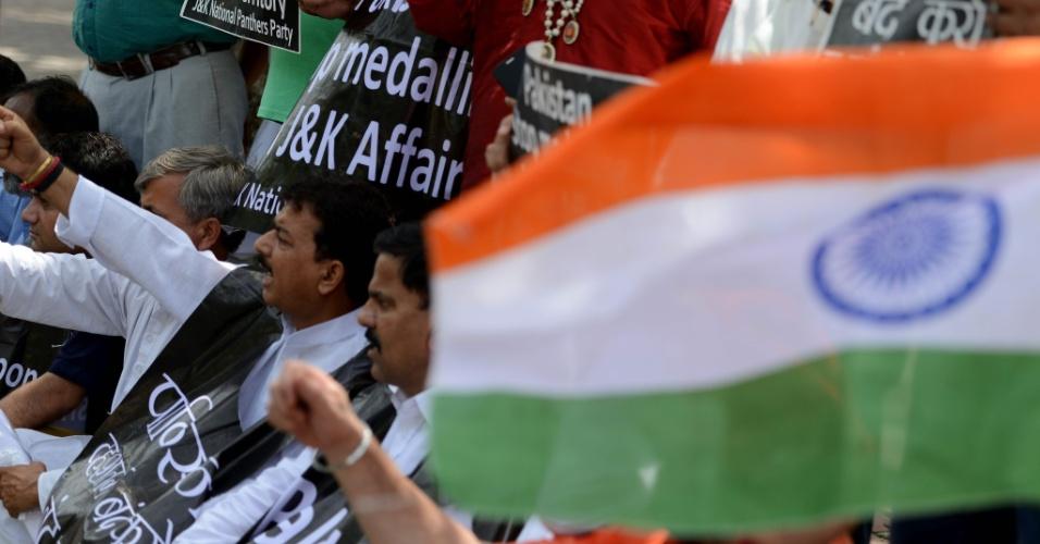 19.jul.2016 - Ativistas indianos protestam em Nova Déli contra a interferência do governo paquistanês sobre a Caxemira, na fronteira entre os dois países. Nas últimas semanas foram registradas pelo menos 36 mortes como resultado de confrontos entre milícias e forças oficiais de ambos os países que disputam o controle da região
