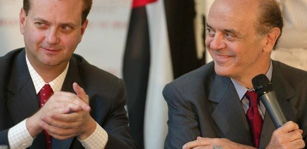 Kassab (à esq.) e Serra estão entre os ministros que mais utilizaram aviões da FAB - 1.nov.2004 - Jorge Araujo/Folhapress