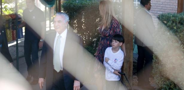 O presidente interino, Michel Temer (PMDB), e sua mulher, Marcela, foram buscar o filho, Michel, na escola no Lago Sul, em Brasília - Pedro Ladeira/Folhapress