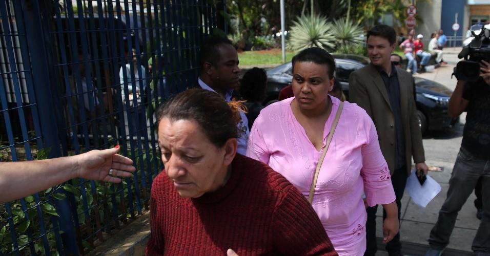 Familiares de jovens desaparecidos chegam ao IML Central de São Paulo (SP), na manhã da segunda-feira (7)