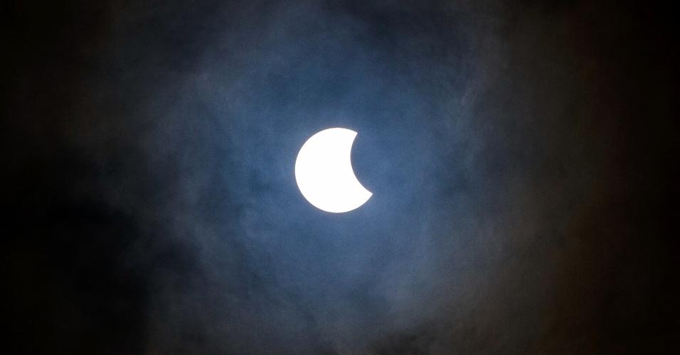 26.fev.2017 - Eclipse solar registrado na cidade de Lins, interior do Estado de São Paulo neste domingo (26). O fenômeno será anular (quando se vê toda a silhueta do Sol e apenas um anel de luz ao redor) na região sul do Chile, Argentina e Angola e no norte da Zâmbia