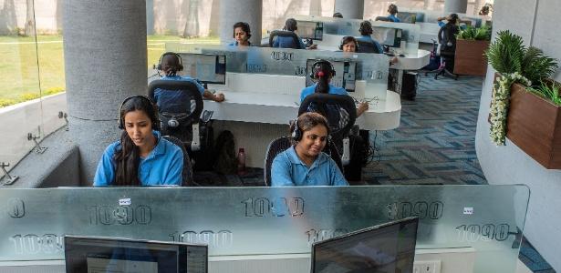 Central telefônica da polícia em Uttar Pradesh, na Índia - Atul Loke/The New York Times