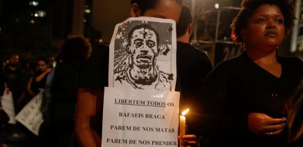 Ato em 24 de abril de 2017 com vigília e caminhada na avenida Paulista, em São Paulo contra a condenação de Rafael Braga