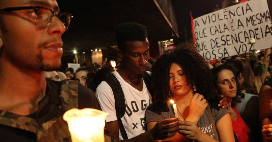 15.mar.2018 - Milhares se reúnem na Avenida Paulista, em São Paulo, para fazer uma homenagem à Marielle Franco