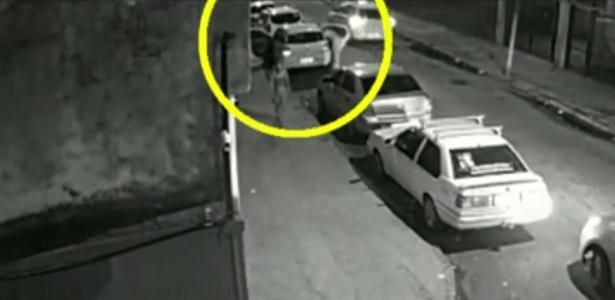 Marielle entrando no carro  - Reprodução/Globo News