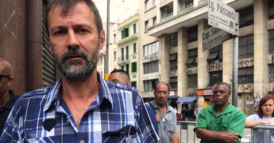 8.mai.2018 -  Fernando Cruz Costa, 56, dono da loja de cosméticos