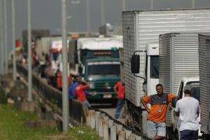 Governo já conseguiu 15 decisões para caminhoneiros desbloquearem rodovias (Foto: Gabriel de Paiva/Agência O Globo)