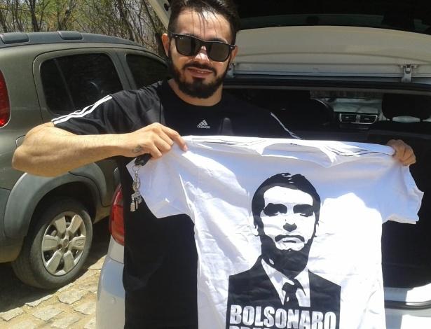 Tallison Nogueira da Silva é motorista de aplicativo e vende camisetas de Bolsonaro