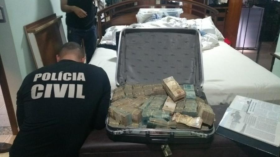Polícia Civil encontra mala cheia de dinheiro em uma das casas de João de Deus - Divulgação/Polícia Civil de Goiás