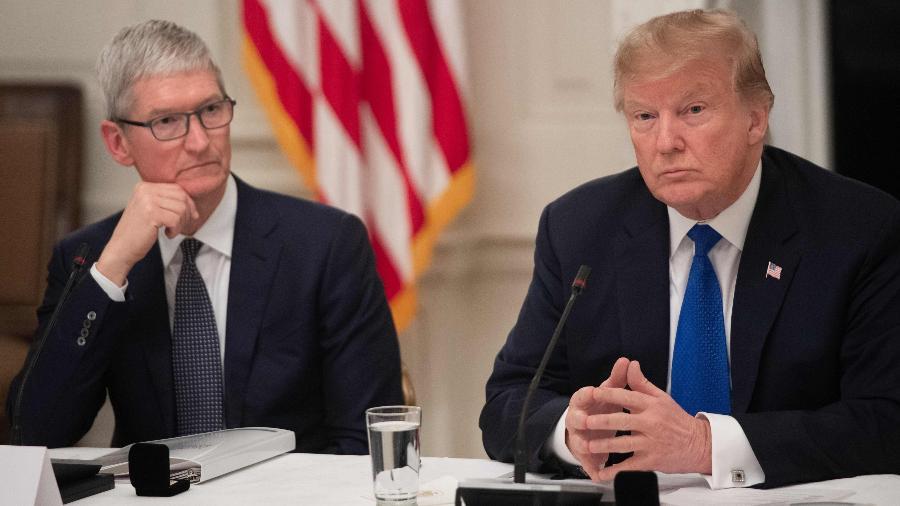 6.mar.2019 - O CEO da Apple, Tim Cook, e o presidente dos Estados Unidos, Donald Trump - Saul Loeb