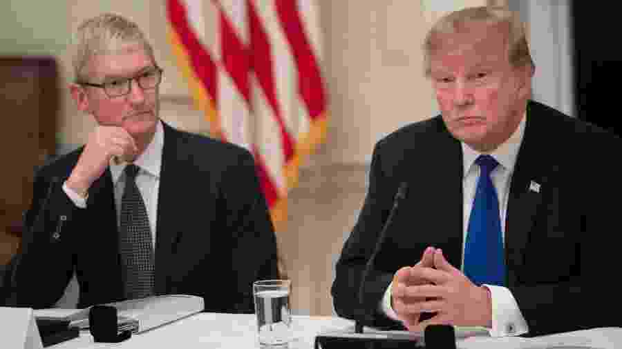 6.mar.2019 - O CEO da Apple, Tim Cook, e o presidente dos Estados Unidos, Donald Trump - Saul Loeb