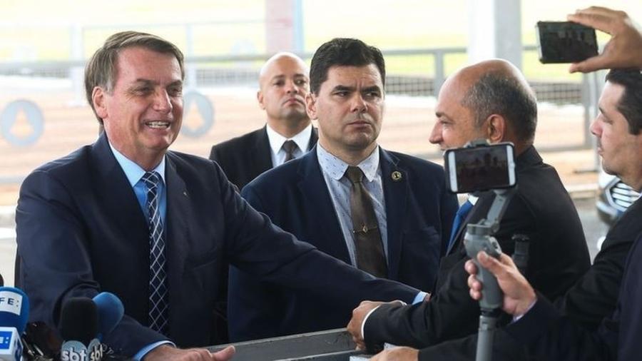 """""""Uma pessoa com HIV, além do problema sério para ela, é uma despesa para todos aqui no Brasil"""", disse o presidente a jornalistas ao sair do Palácio da Alvorada - Antonio Cruz/ Agência Brasil"""