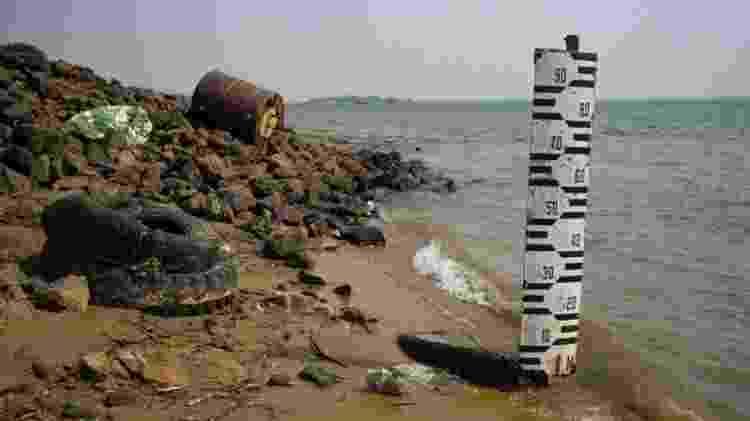 Um hidrômetro em Corrientes, Argentina, marca o nível do rio - GETTY IMAGES - GETTY IMAGES