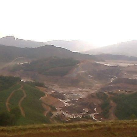 Arquivo - Rompimento da barragem do Fundão, em Mariana (MG), ocorrido em novembro de 2015 - Eduardo José/Facebook