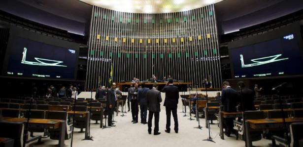Cunha abriu a sessão de hoje de acordo com o número de 61 deputados que haviam registrado presença na Câmara, e não necessariamente estavam na sessão em plenário