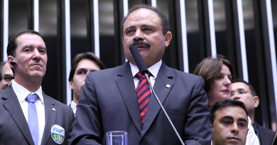 17.abr.2016 - Um dos deputados mais citados na semana, Waldir Maranhão (PP-MA) votou contra o impeachment. O deputado é aliado de Eduardo Cunha (PMDB-RJ) e pertence ao PP, que indicou voto favorável ao processo, mas se mostrou contra a saída da presidente Dilma (PT)