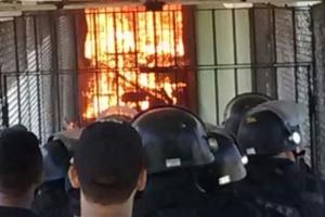 Em maio de 2016, agentes tentam controlar rebelião em presidio cearense