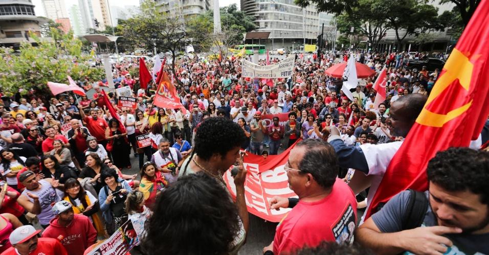 31.jul.2016 - Manifestantes se reúnem em Belo Horizonte (MG) para protestar a favor da presidente Dilma (PT).O ato teve como ponto de encontro a Praça Sete