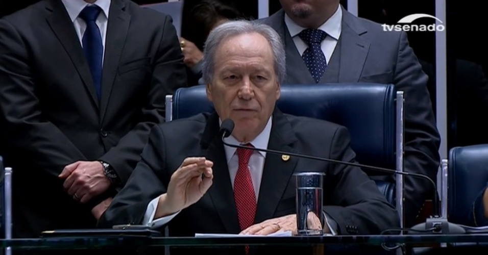 31.ago.2016 - O presidente do STF (Supremo Tribunal Federal) abre a sessão de votação do impeachment de Dilma Rousseff no Senado Federal. Nesta quarta-feira, os senadores votam se Dilma será definitivamente afastada da presidência da República e se perde seus direitos políticos por oito anos