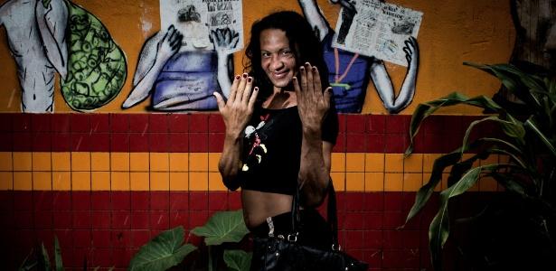 """Rebeca Mondonato, 37: """"A gente é drogado e se sente um lixo. Essa ação é muito importante para resgatar a autoestima da gente"""" - Bruno Santos/ UOL"""