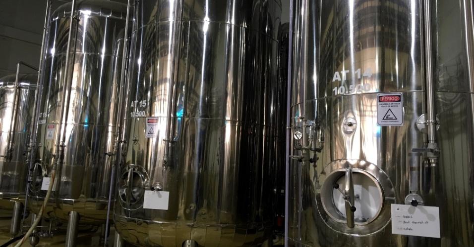 O mosto é enviado para as autoclaves para iniciar a fermentação por 25 dias
