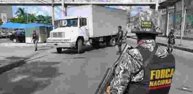 Agente da Força Nacional participa de operação de combate ao roubo de cargas - Agência Brasil
