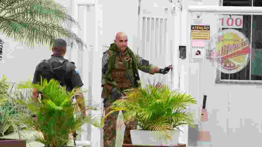 Policiais cercam o prédio e negociaram a liberação dos reféns - Jose Lucena/Futura Press/Estadão Conteúdo