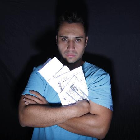 Santos, 24, reclama que não consegue pagar todas as contas - Epitácio Pessoa/Estadão Conteúdo