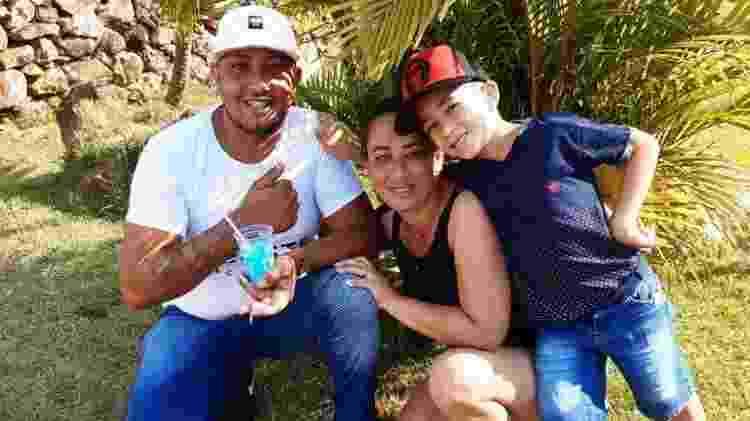 Wesley Patrick, a mulher Priscila e o filho deles Kayque - Arquivo pessoal