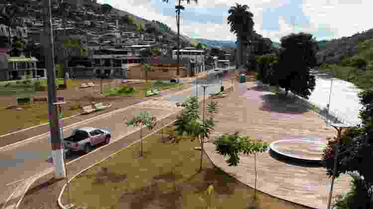 Em Barra Longa, lama que chegou pelo rio Gualaxo do Norte e inundou a cidade - Tainara Torres/BBC Brasil