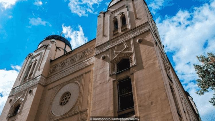 A escritora Susanna Zaraysky conheceu o idioma ladino durante um culto de shabat na sinagoga de Sarajevo - KANTOPHOTO KANTOPHOTO / ALAMY STOCK PHOTO