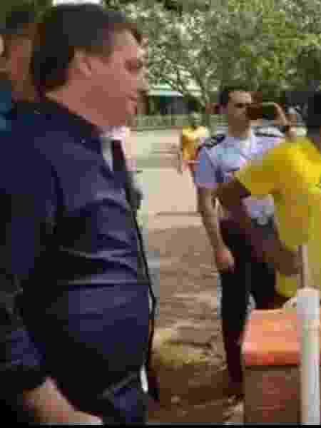Bolsonaro fala com vendedor de churrasquinho em Taguatinga - Reprodução