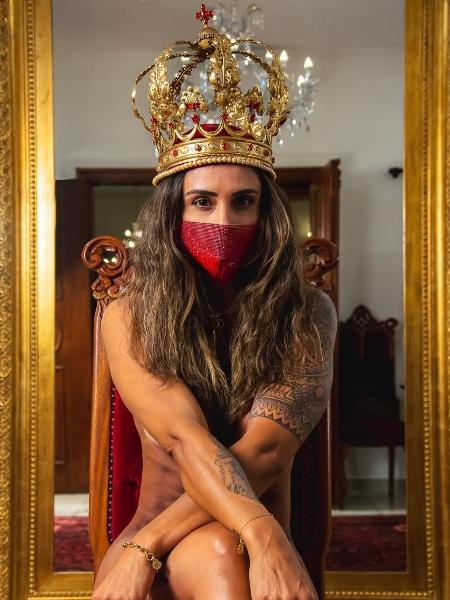 A blogueira Caroline Haddad posa no ateliê do estilista, em Campinas - Arquivo Pessoal