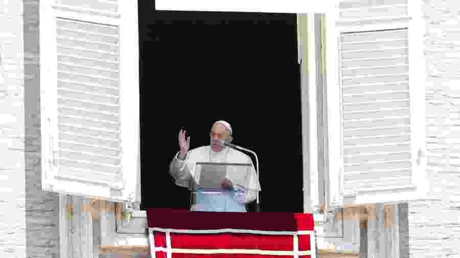 31.mai.2020 - O papa Francisco fez seu primeiro discurso do meio-dia de sua janela sobre a Praça de São Pedro em três meses por causa do coronavírus  - Remo Casilli/Reuters