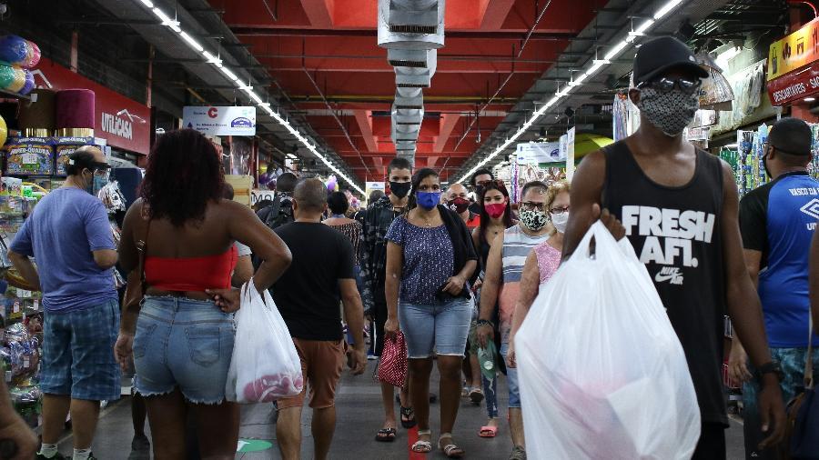 19.jun.2020 - Movimentação no Mercadão de Madureira, centro de comércio popular, no subúrbio da cidade do Rio de Janeiro - Dikran Junior/AGIF