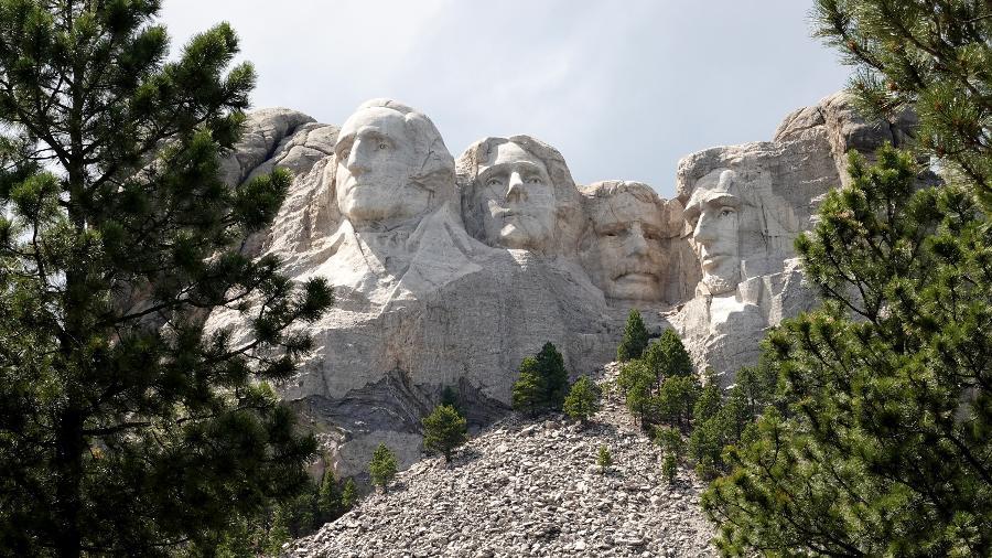 O Monte Rushmore, na Dakota do Sul, reúne bustos dos ex-presidentes George Washington, Thomas Jefferson, Theodore Roosevelt e Abraham Lincoln - Getty Images
