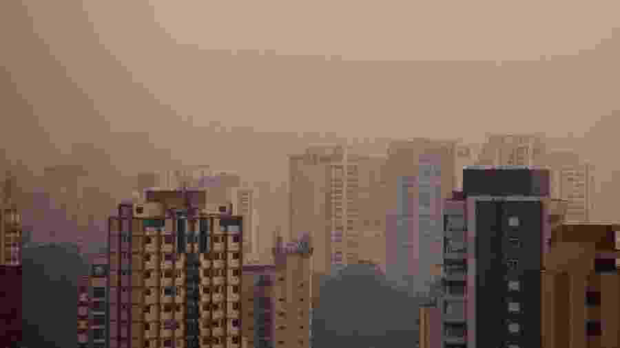 19.set.2020 - Amanhecer em meio à névoa e poluição é visto na capital paulista na manhã deste sábado - BRUNO ROCHA/FOTOARENA/FOTOARENA/ESTADÃO CONTEÚDO